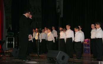 Night of Lights! Review, Pix and Videos – Starring Shloime Dachs, Yehuda Green and the Yitzy Bald Boys Choir