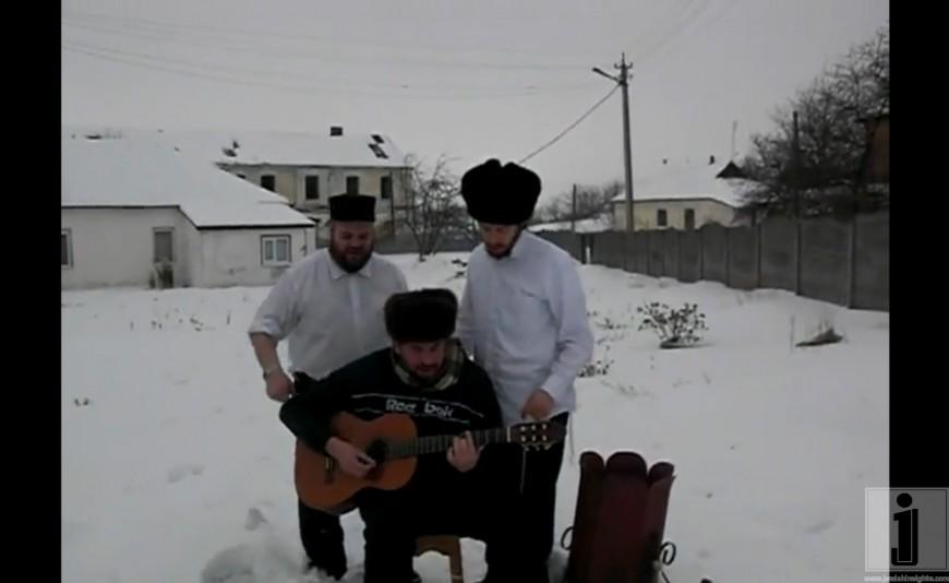 Shlomie Gertner, Gershy Moskowitz, and a guitarist Dancing away in Mezibush