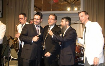 Avraham Fried, Dovid Gabay, Shloime Dachs & Meir Sherman posing for a picture at a wedding