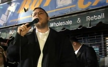Shua Kessin singing for 1000′s of people on Lag Baomer on 16th ave for the Nikolsburg rebbe and shul