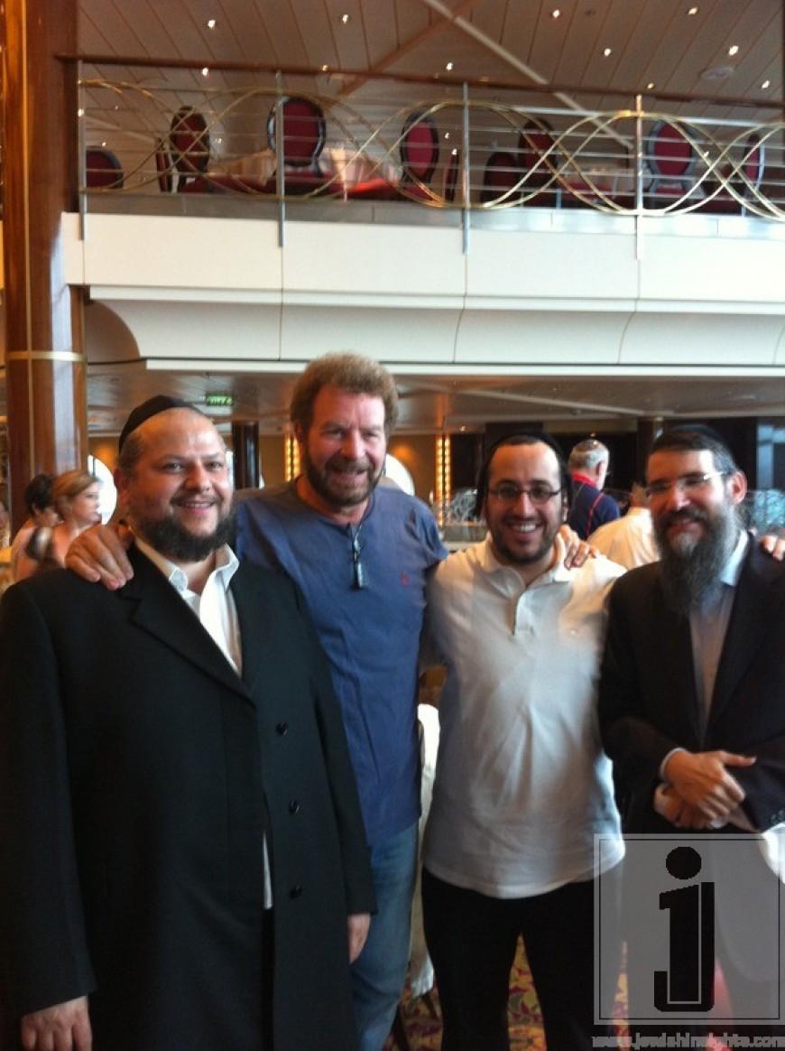 Chazan Helfgot, Dudu Fisher, Lipa & Avraham Fried on Kosherica Cruise