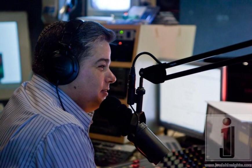 "Yossi Green Kumzits on Radio ""Kol Chai"""
