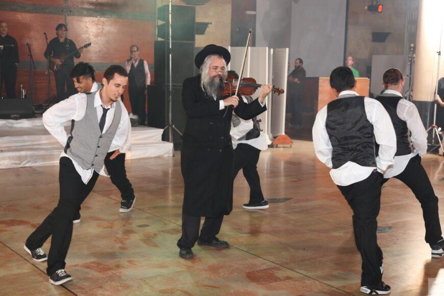 Daniel Ahaviel & Breakdancing dancers