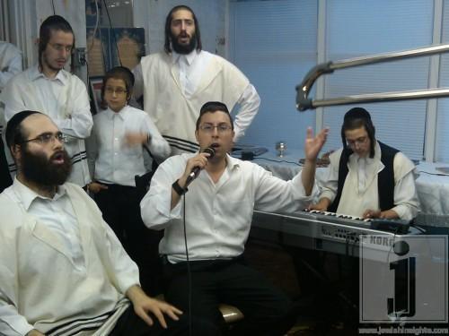 Shua Kessin Kumzitz for Mikimi Chol Hamoed Sukkos 2010