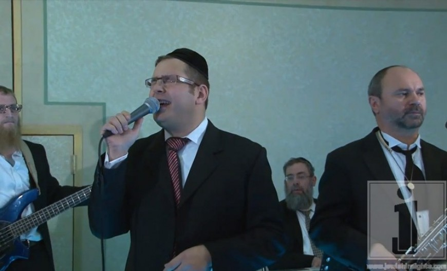 Dovid Gabay at a recent wedding conducted by Yisroel Lamm