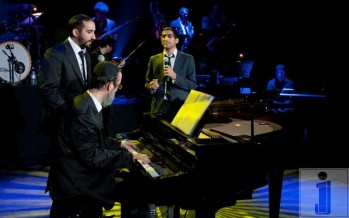 Photos of CHAIM ISRAEL, ITZIK ESHEL & AVISHAI performing at the Casino de Paris