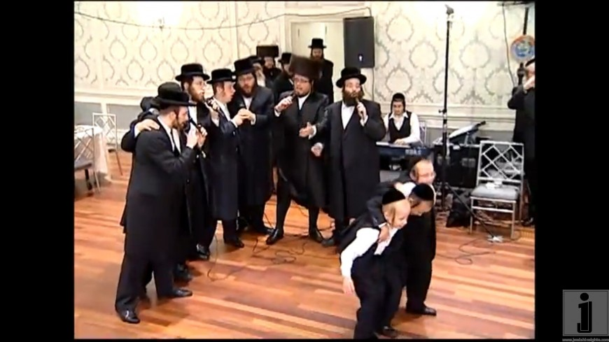 Shlome Taussig and Shira Choir with the Belze Chassidim