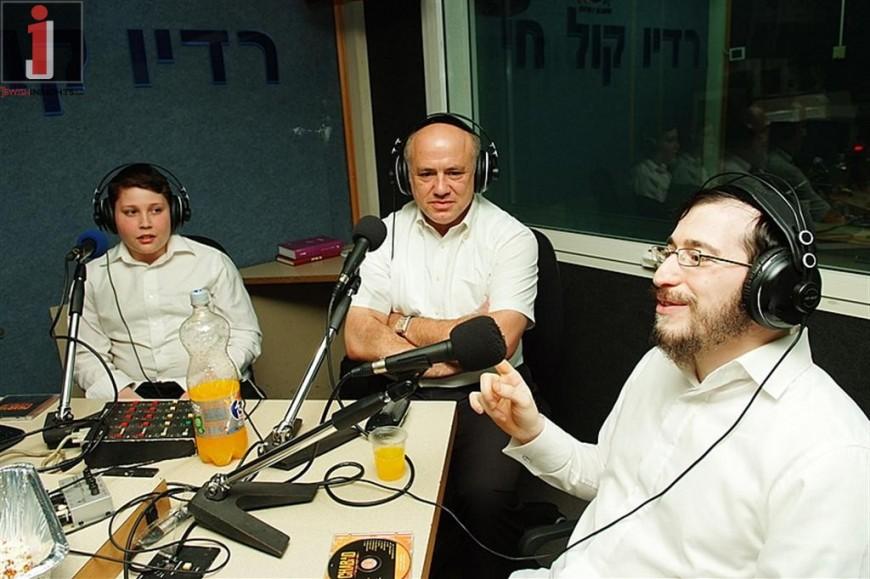 Moshe Laufer, Mendy Jerufi & Shmulik Listvand with Yossi Eisenthal on Radio Kol Chai
