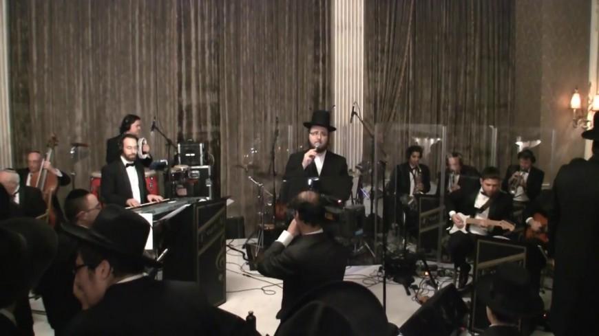 Nisht Gedaiget Yidden by Yoely Greenfeld, Mezamrim & EvanAl Orchestra