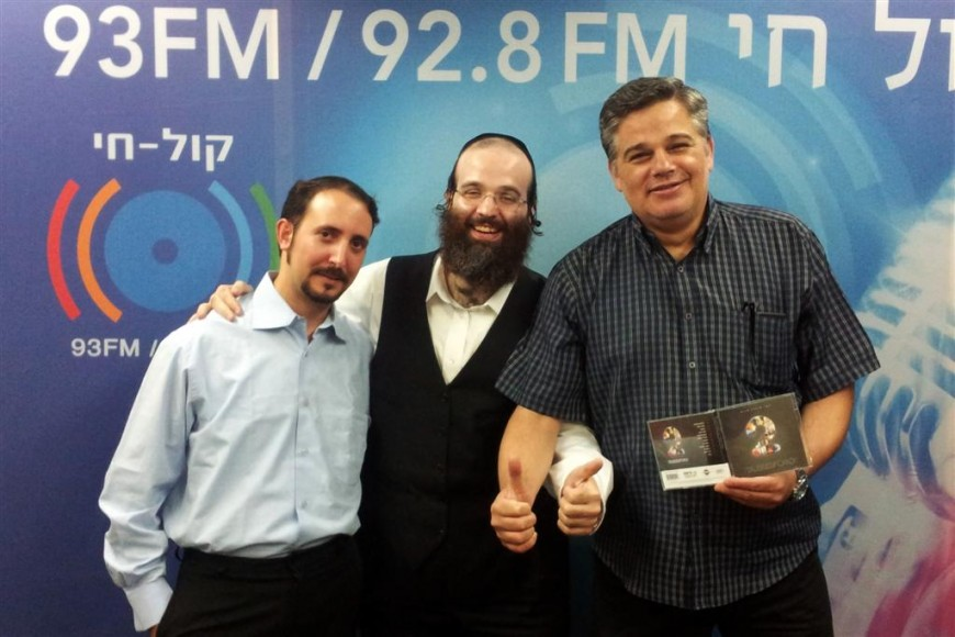 Shloime Taussig Celebrates His New Album in Radio Kol Chai With Yossi Eisenthal – Photos + Audio