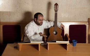 """""""Al Yedai Nigun"""" Aaron Razel Gives Us A Yom Tov Gift"""