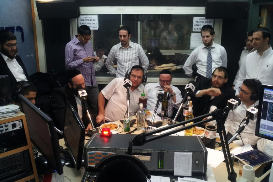 """Pannel of Composers On """"Motzai Shabbat Live"""" Holds Composing Contest"""