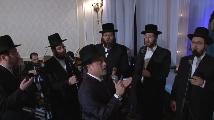 "Moshe Mendlowitz & Shira Choir ""Mi Von Siach"""