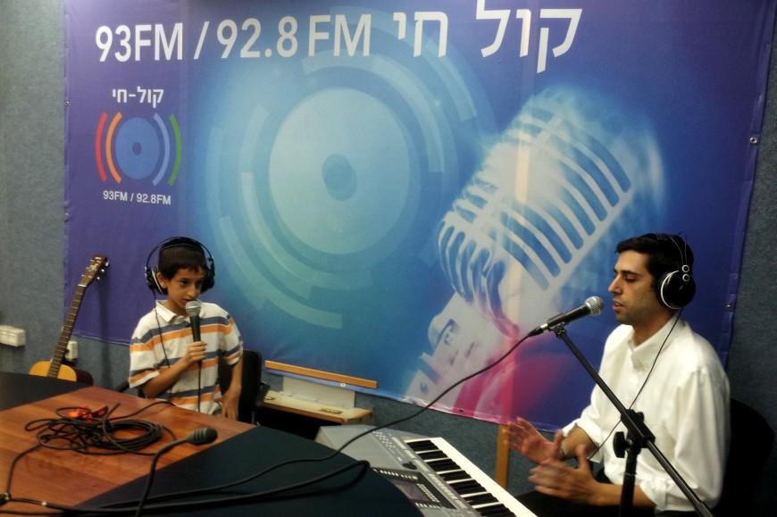 Ari Goldwag Joins Menachem Toker on Motzai Shabbat Live