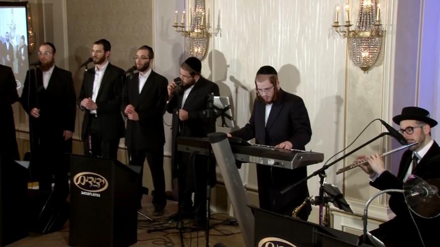 Yedidim Choir Sings Haneros Hallalu
