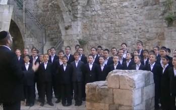 "Shira Chadasha Boys Choir feat. Yishai Sachs Singing ""Chasal"" – חסל"