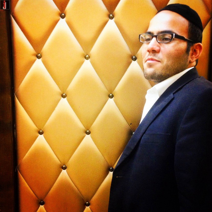 "Hours Before Yom Kippur – Baryo Chakshur Sings ""Mi Kamocha"""