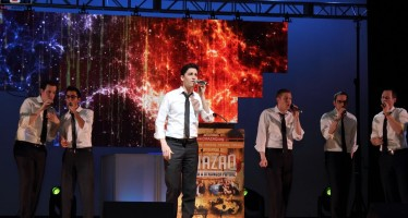 Chazaq Big Event Draws Big Names in Torah, Politics, Entertainment  Thousands gather for pre-Passover inspiration