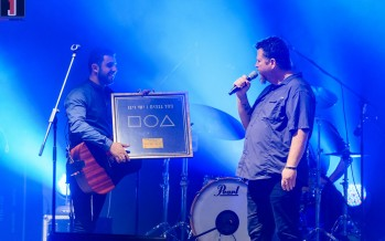 Yishai Ribo Awarded With Gold Record At His Concert In Shonee Amphitheater