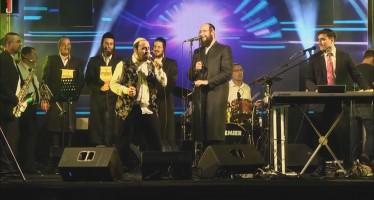 Lipa Schmeltzer & Motty Steinmetz With Malchus Choir By A Concert In Israel