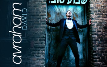 """Shavua Tov"" – Avraham David Performs One Of The Biggest Hits In History"