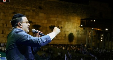 Watch the RikuDegalim A Historical Moment At The Western Wall