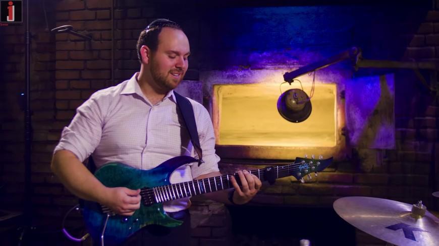 Ma'amin Benisim – Yaakov Shwekey (Chaim Bokchin solo guitar cover feat. Yechiel Bokchin)