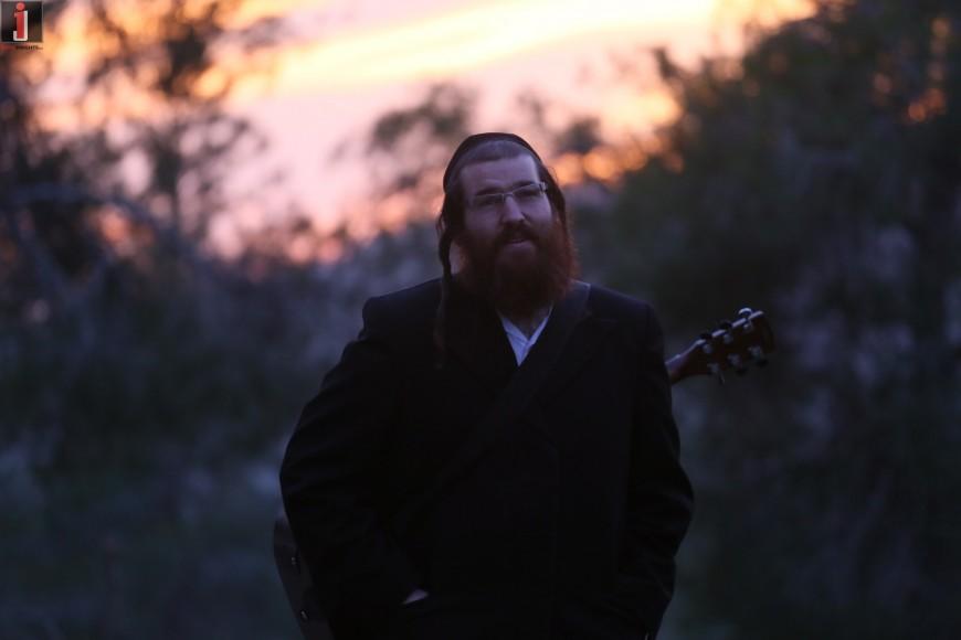 """A Song For Yom Hashoah """"Zikaron Yashan"""" Dudi Frishman Following The Admor of Piaczesna [MUSIC]"""