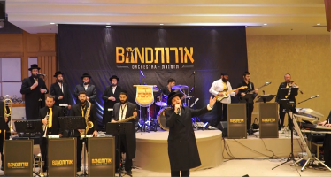 Zanvil Weinberger, Malchus Choir & Orot Band Open Ellul With A Tefilla