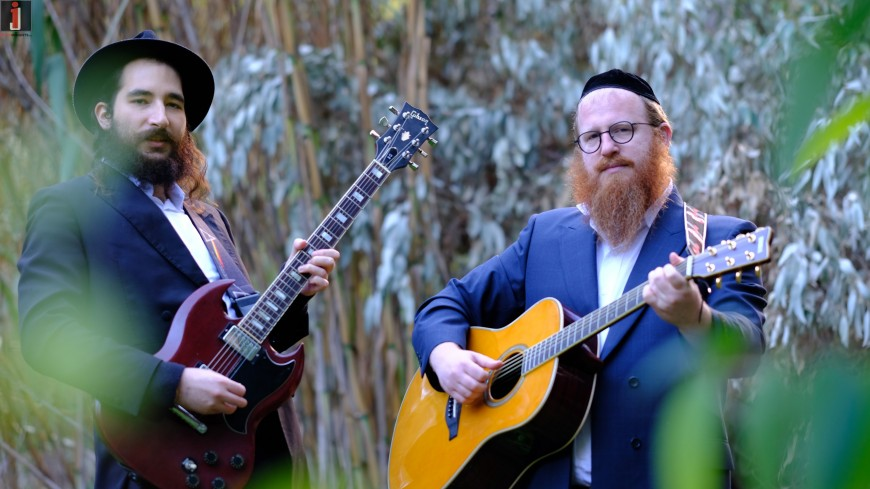 Emotional Therapist Mordechai Roth Hosts Filmmaker & Guitarist Barak Grossberg – Degel Lavan
