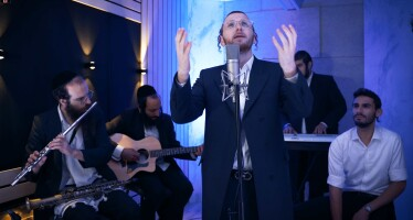 "The Young Singer In His Debut Video With A Yamim Noraim Medley: ""Tate Kum Schoin""!"