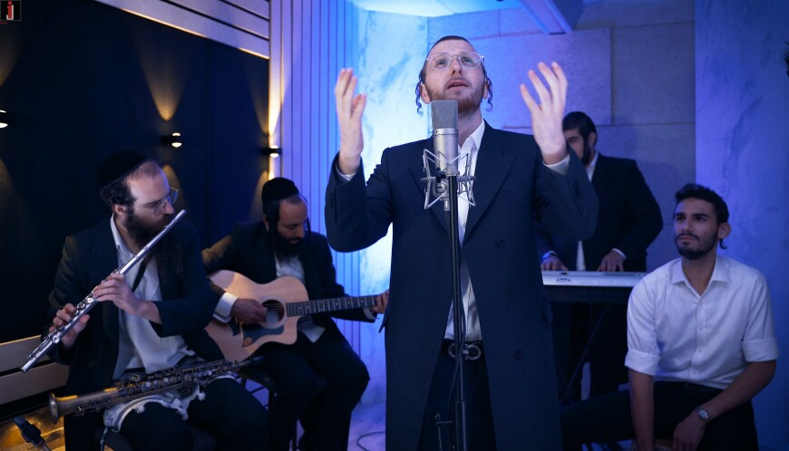 """The Young Singer In His Debut Video With A Yamim Noraim Medley: """"Tate Kum Schoin""""!"""