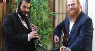 Emotional Therapist Mordechai Roth Hosts Clarinetist David Kliger